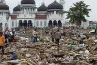 pengertian tsunami menurut para ahli